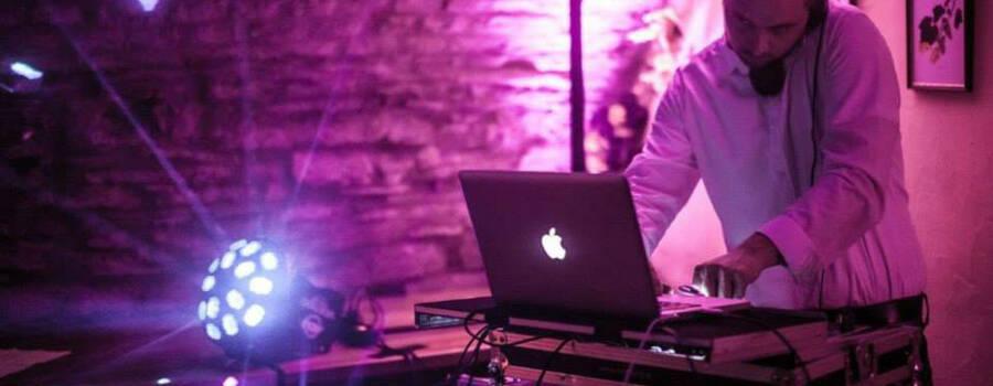 Beispiel: Der DJ bei der Arbeit, Foto: DJ Andy Karo.