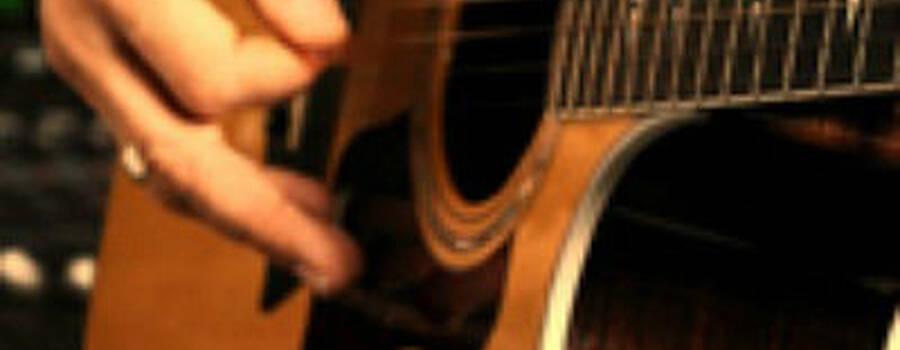 Beispiel: Gitarre, Foto: Conncection 2.