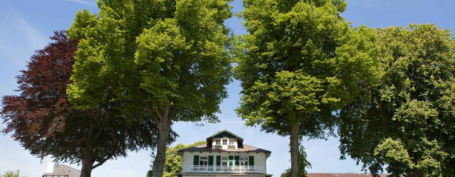 Beispiel: Außenansicht, Foto: Hotel Seehof Sierksdorf.