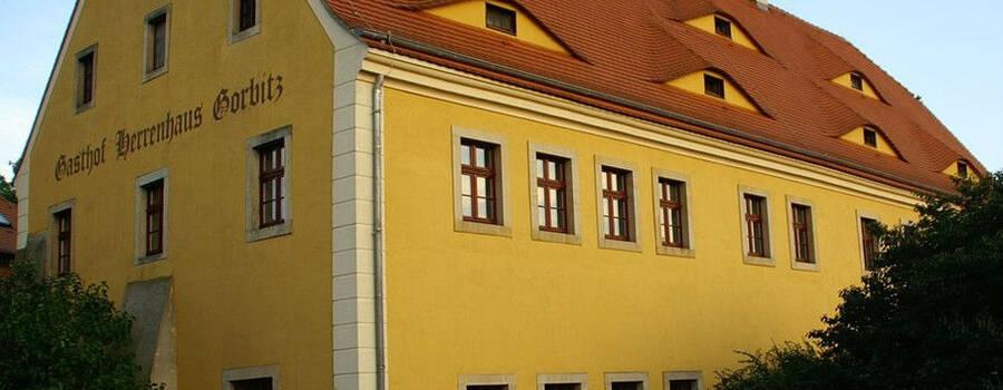 Beispiel: Außenansicht, Foto: Gasthof Herrenhaus Gorbitz.