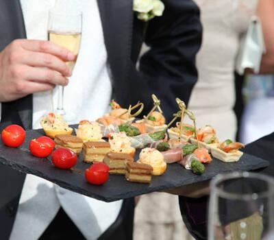 Beispiel: Buffet und feine Speisen, Foto: Table-Service.