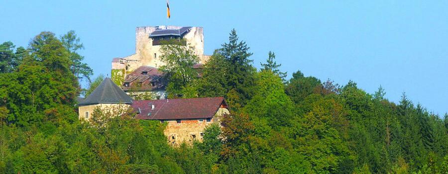 Beispiel: Außenansicht, Foto: Burg Kreuzen.