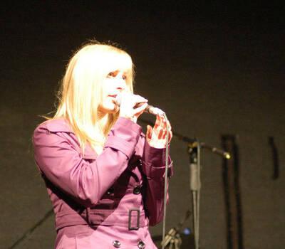 Beispiel: Eine einzigartige Stimme, Foto: Johnny & Mary.