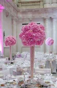 REINWEISS Hochzeiten, Hochzeitsplaner, Weddinplaner, Wedding Planner, Berlin, Tischdekoration, Centerpiece, Pink, Rosa, Perlen, Fotograf Hochzeitslicht