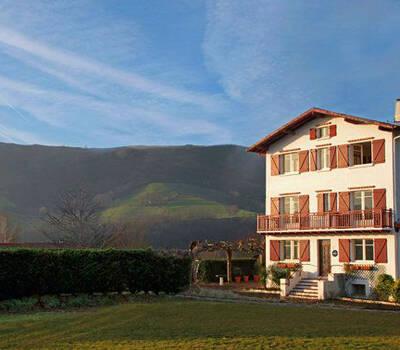 Hotel Iguzkian, Itxassou, France