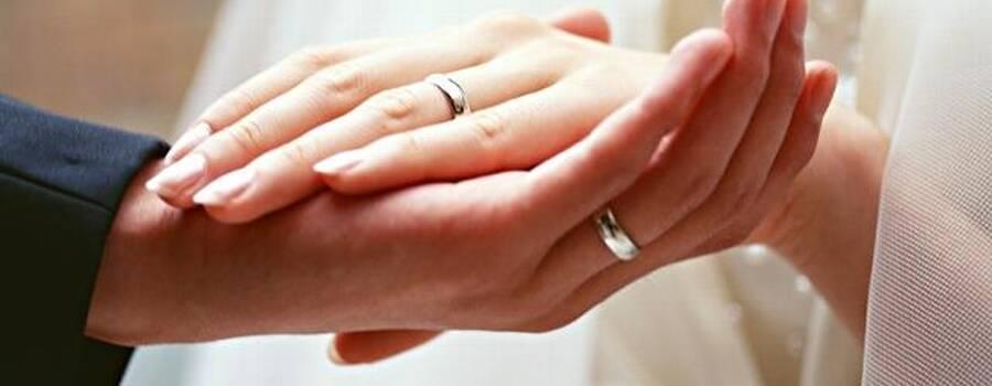 Dal 1922 aiutiamo gli sposi a scegliere le loro fedi matrimoniali, a Bergamo in viale Papa Giovanni.