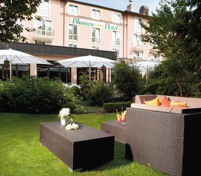 Beispiel: Aussenansicht / Garten, Foto: Dehner Blumen Hotel.