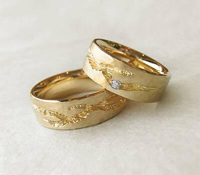 Beispiel: Trauringe - Gold mit Brillant, Foto: Goldwürfel.