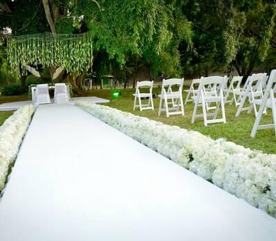 Camino en hortensias que engalanan este hermoso paisaje. Diseño y Decoración: Juan Camilo Obando Fotografía: Box Art.