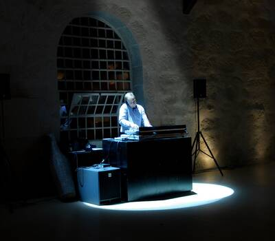 Serviços personalizados. DJ e musica ao vivo