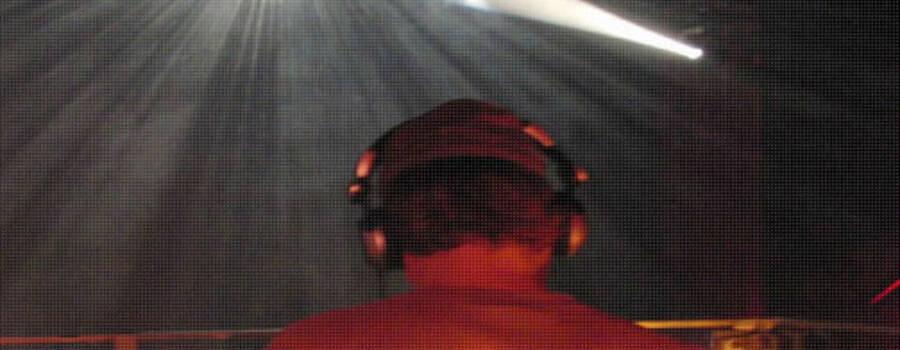 Beispiel: Auftritt, Foto: Dj mit Hut.