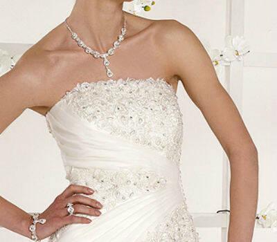 Beispiel: Brautmodenkollektion, Foto: Melek Braut- und Abendmoden.