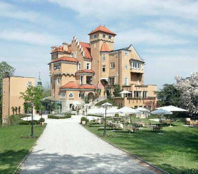 Außenansicht des Schlosses & Schlossparks, Foto: Hotel Schloss Mönchstein.