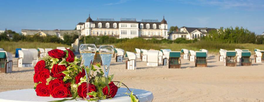 Beispiel: Sektfrühstück am Strand, Foto: Seetel Hotels.