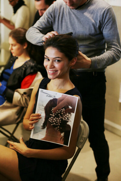 Ready, steady... go! Backstage dell'ultima sfilata di Oscar de la Renta durante la New York Bridal Week