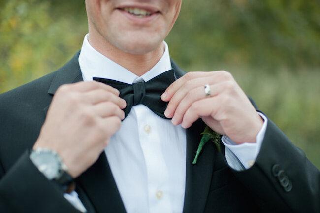 Las pajaritas, el accesorio must para novios - Foto: Vicky Bartel Photography