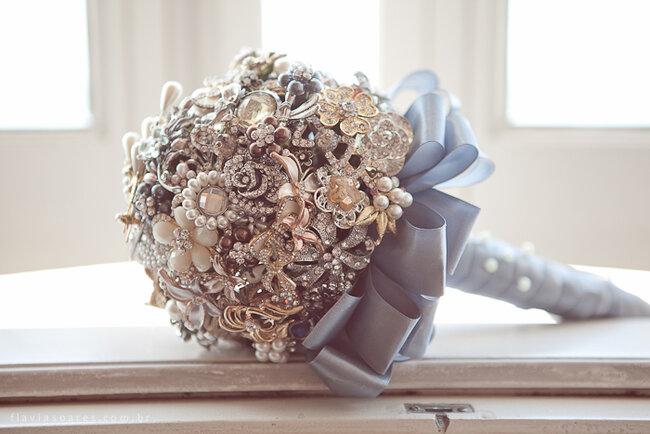 Original ramo de novia de piedras preciosas. Foto: Flavia Soares