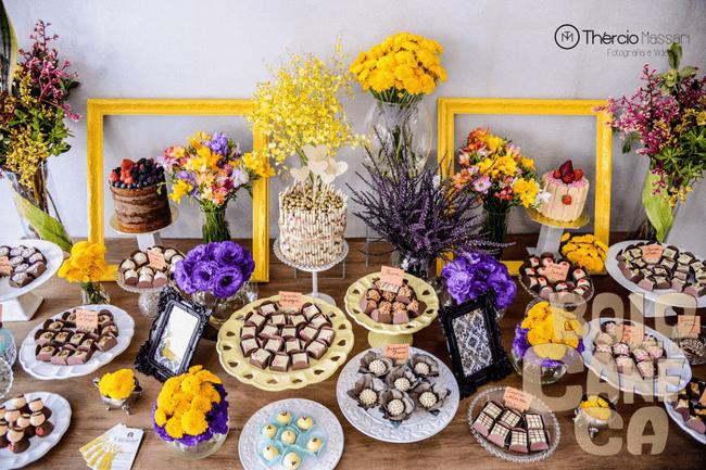 Mesa de doces para um mini wedding.