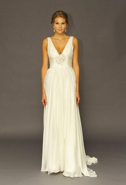 Suknia ślubna z kolekcji Alyne od Rivini