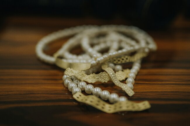 Colar com pérolas e prata banhada em ouro de Sofia Tregeira