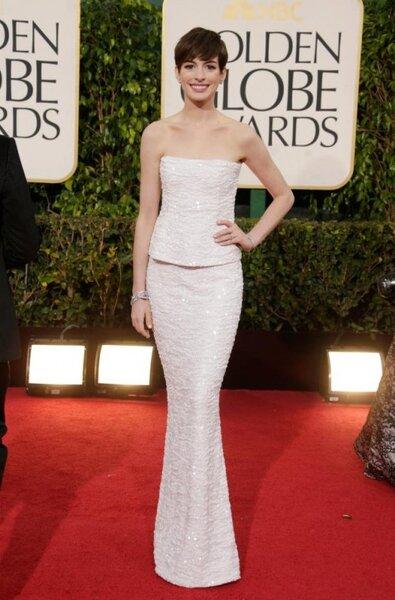 Anne Hathaway usou um vestido Chanel. Foto: Facebook Chanel