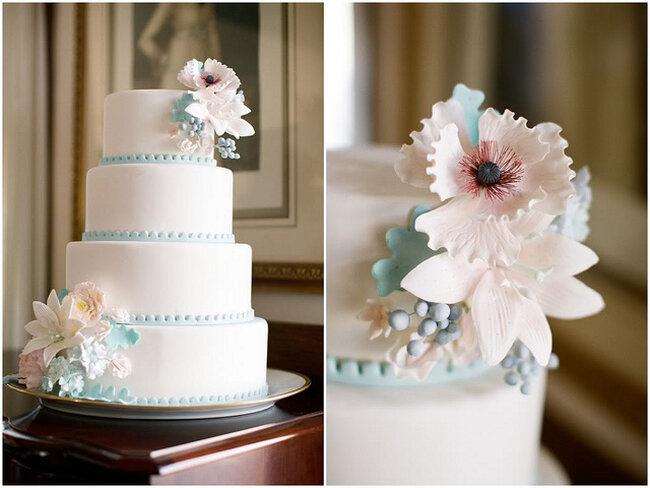 Tarta de bodas decorada con flores. Foto: Alea Lovely