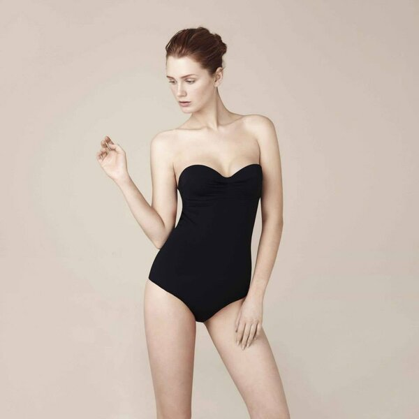 Bikinis y trajes de ba o en color negro para novias for Traje de bano negro