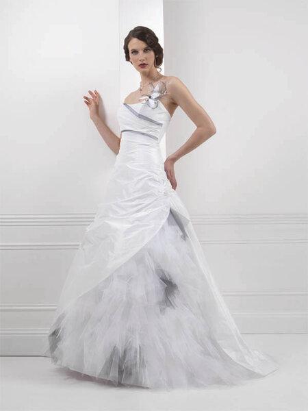 Robe de mariée féminine moderne et couture - Bochet Créations