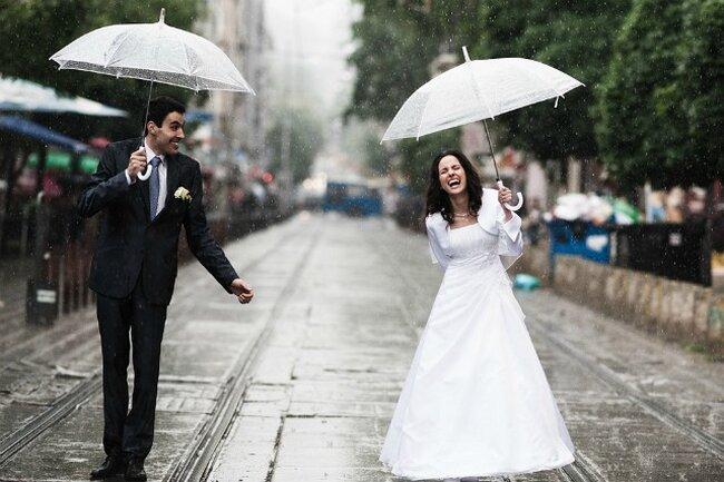 Narzeczeni w deszczu, Foto: Boni