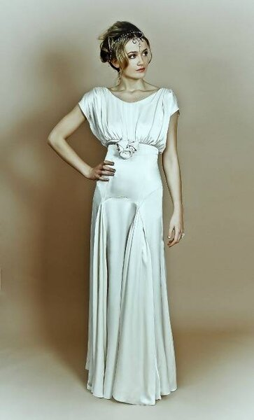 Vestido de noiva Belle & Bunty plissado. Foto: The Belle