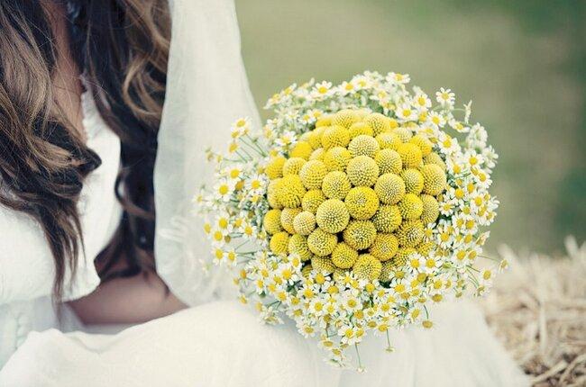 Hochzeits-Dekoration: Gelber Blumenstrauß, Foto: Dottie Photography