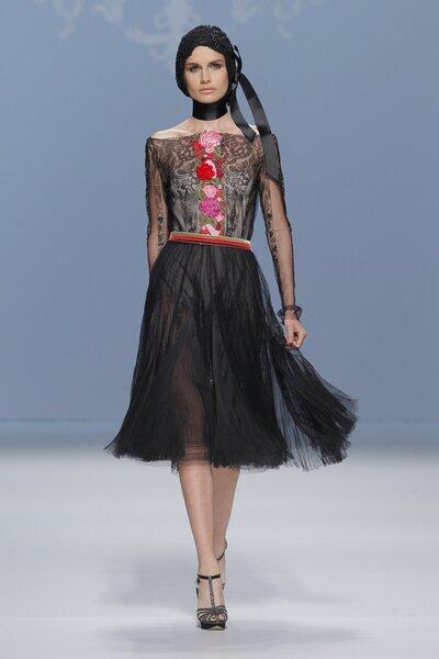 Vestidos de fiesta color negro con un toque avant garde - Foto M&M