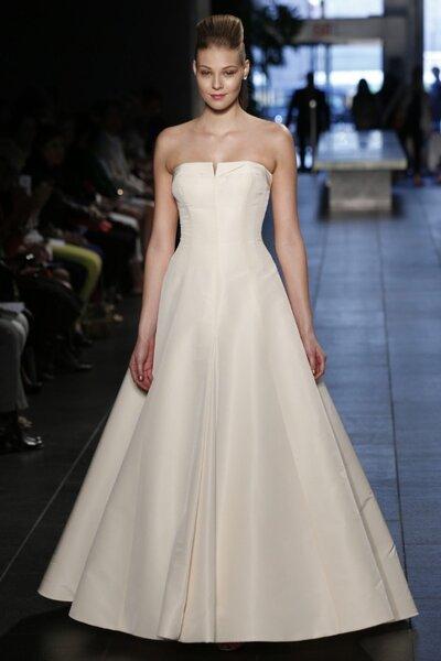 Suknia ślubna z kolekcji Rivini 2014