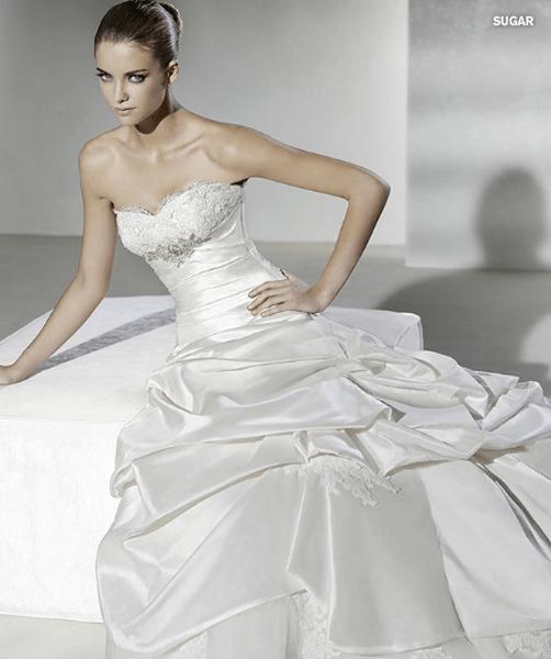 Collezione La Sposa 2012: ideale per la sposa principessa. Foto: www.splasposa.com