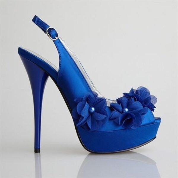 Sapato azul. Foto: Allure Bridal