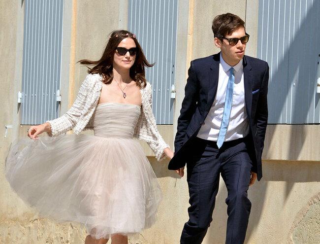 Keira Knightley com um vestido da Rodarte que já usou para uma festa e casaquinho Chanel