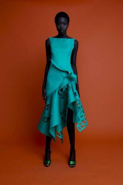 Vestidos de cores vibrantes, marcam a coleção. Foto: Angel Sanchez