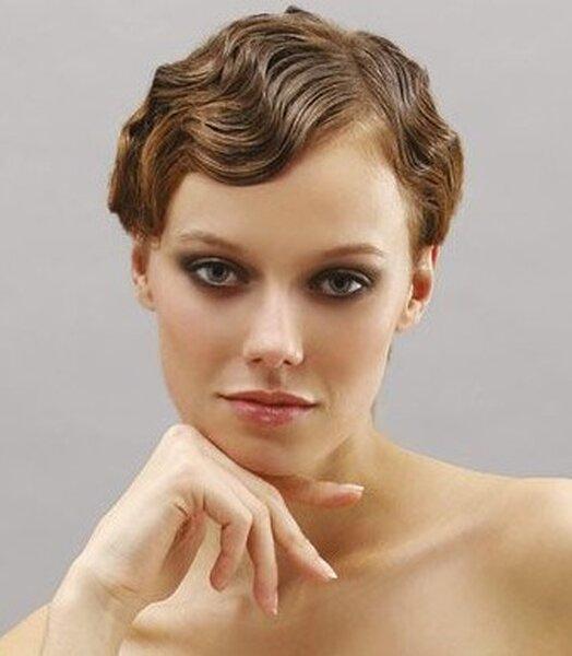Peinado vintage para una novia con pelo corto