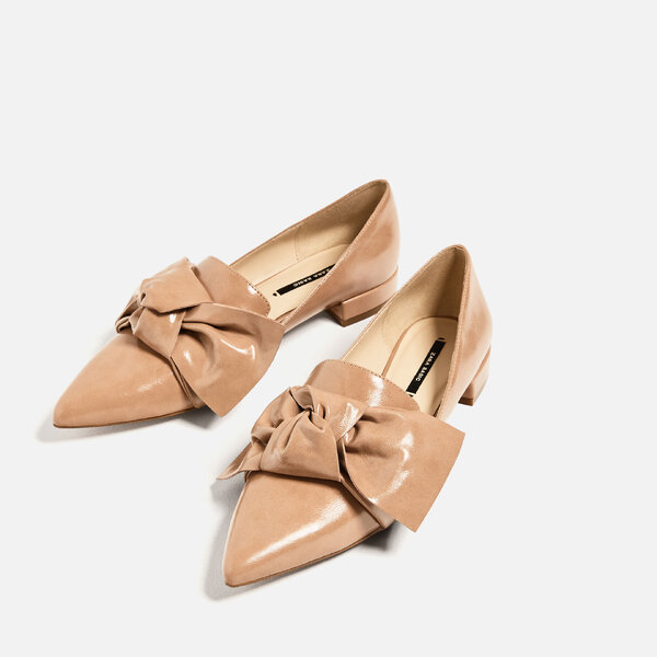 Zapatos plano detalle lazo, Zara.