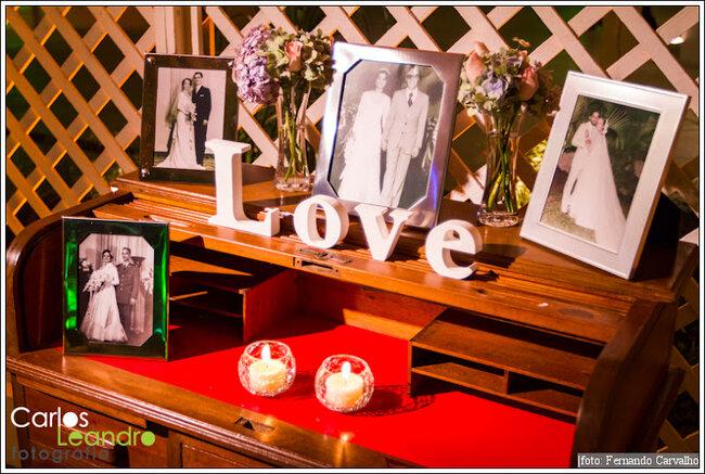 O amor está em meio a fotos de família. Foto: Carlos Leandro