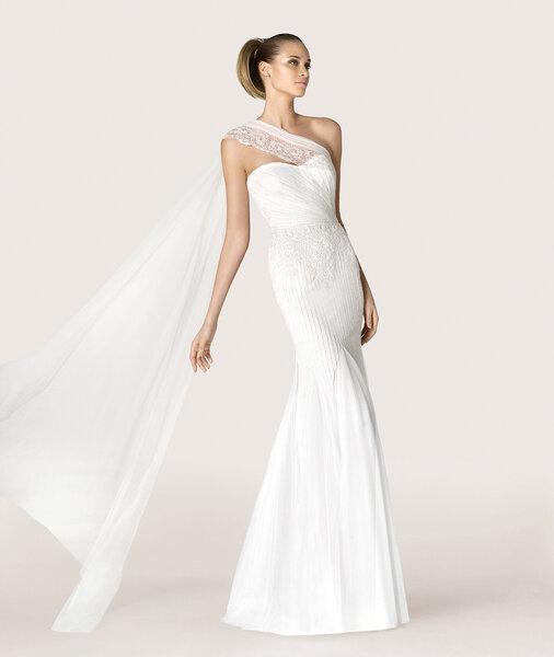 Vestido ANTIC. Foto: Modern Bride por Pronovias 2015.