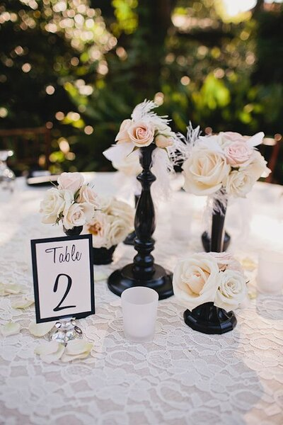 Hochzeitsdekoration in Schwarz-Weiß