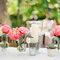 Detalhes cor de rosa na mesa do seu casamento. Foto: KT Merry