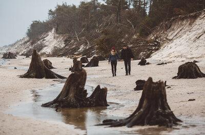 Sesja narzeczeńska na historycznej plaży w stylu islandzkim!