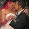 Vestido rosa para combinar com a personalidade da noiva. Foto: via Offbeat Bride