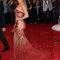 Jennifer López con una creación de Versace.