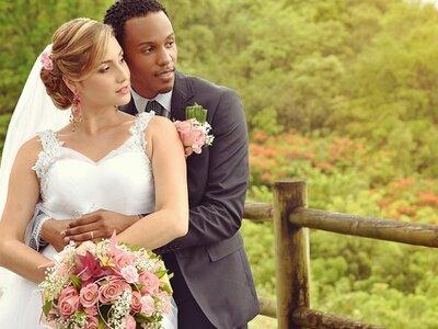 Le mariage paradisiaque les pieds dans l'eau en Guadeloupe de Pierre-Henry et Livia
