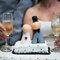 Sencillas figuras para decorar la tarta de boda. Foto: Adriana Carolina.