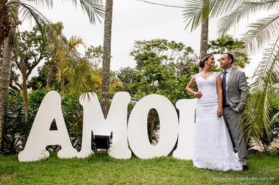 Casamento rústico LINDO de Milena e Anderson com muito verde e madeira dando o toque de aconchego!