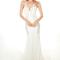 Vestido de novia 2013 ceñido y con brocados en los costados